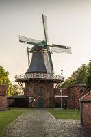 Traditionelle Windmühle in Ostfriesland, Leezdorf, Niedersachsen, Deutschland