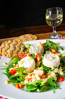 Rocket salad with goat cheese and honey dressing