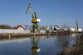 Kraene im Stadthafen am Datteln-Hamm-Kanal, Lunen, Ruhrgebiet, Nordrhein-Westfalen,