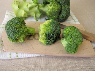 Frischer grüner Brokkoli mit Brokkoliröschen