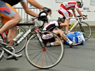 gestürzter Radrennfahrer