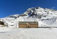 Simplon-Hospiz auf dem Simplonpass im Winter, Wallis, Schweiz