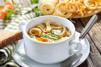 Kräftige Pfannkuchensuppe mit Landhausambiente