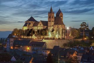 Stephansmünster in der Dämmerung in Breisach am Rhein