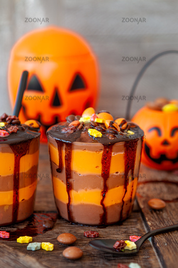 Buntes Dessert zu Halloween