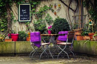 Gartentisch mit Stühlen