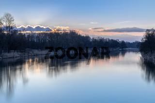 Morgendaemmerung ueber der Donau bei Marxheim, Bayern