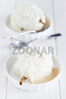 Nachtisch mit Milchreis und Birnen