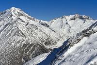 Verschneite Alpengipfel bei Saas-Fee, Wallis, Schweiz