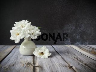 weiße Rosenblüten