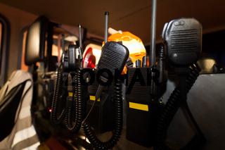 Feuerwehr Einsatzwagen mit Funkgeräten