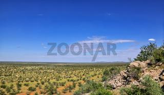 Überblick über die Landschaft im westlichen Etosha Nationalpark, Namibia   landscape at the western part of Etosha National Park, Namibia