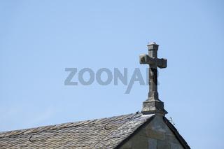 Kreuz auf dem First der Kirche Alt St. Thomae Soest, Westfalen, Nordrhein-Westfalen, Deutschland, Eu