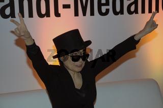 Yoko Ono erhielt  Internationalen  Menschenrechtspreis «Dr. Rainer-Hildebrandt-Medaille» 2012