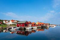 Blick auf den Ort Hamburgsund in Schweden