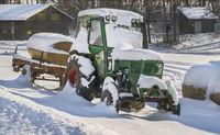 Den Traktor im Winter abgestellt.