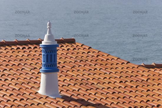 Dach mit Schornstein in Albufeira