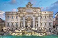 Prachtvoller Trevi Brunnen aus der Zeit des Rokoko in Rom in Italien