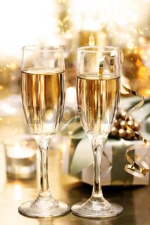 Shining Champagne Glasses (celebration)