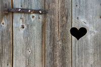 Herz in Holztür