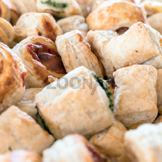 Small pizzas made of puff pastry