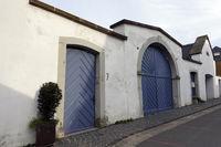 Umfassungsmauer mit Toreinfahrt des ehemaligen Pfarrhauses