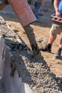 Betonieren - Bauarbeiter auf Baustelle, Bauindustrie