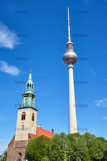 Der berühmte Fernsehturm und die Marienkirche
