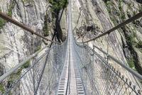 Aspi-Titter Hängebrücke zwischen Bellwald und Fieschertal Aspi-Titter suspension bridge between Bellwald and Fieschertal
