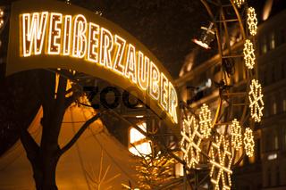 Weihnachtsmarkt Weisser Zauber beleuchtet