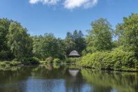 See mit Pavillon im Landschaftsgarten und Schlosspark Lütetsburg
