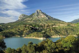 Andalusien: Landschaft bei Zahara de la Sierra