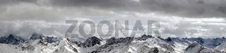 schneebedecktes Gebirge Panorama