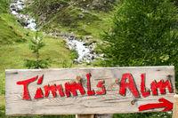 Wegweiser zur Timmelshütte am Timmelsjoch in Südtirol, Italien