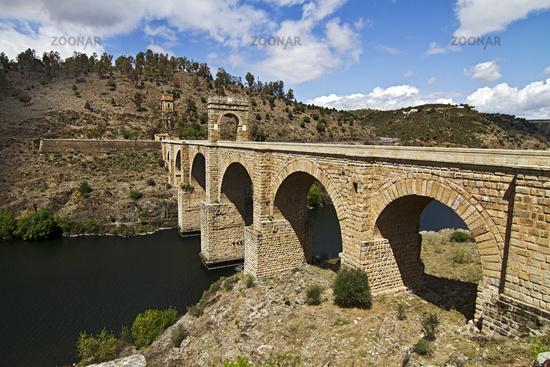 Die antike Brücke von Alcantara wird noch benutzt