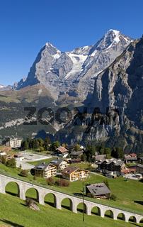 Bergdorf Mürren und Gipfel Eiger und Möch