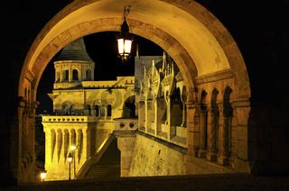 Fischerbastei  in  Budapest bei Nacht