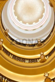 goldenes Treppenhaus