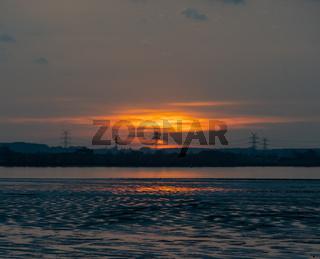 Intensiver Sonnenuntergang verursacht durch den Saharastaub über Norddeutschland aufgenommen an der