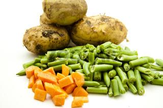Stangenbohnen und Karotten mit Kartoffeln