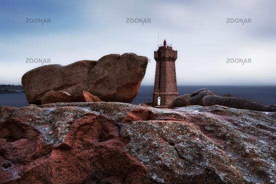 Leuchtturm Men Ruz, Côte de Granit Rose, Bretagne, Frankreich