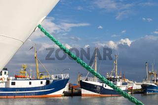 Festliegen im Hafen von Büsum
