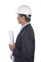 Architekt mit Bauhelm im Profil