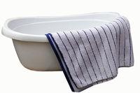 Handtuch und Wäschekorb