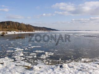 Elbe im Winter