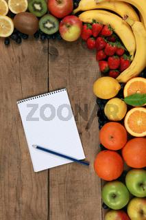 Einkaufszettel und Früchte