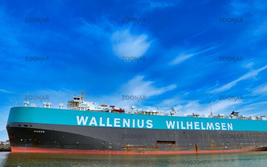 Schiff Manon von Wallenius Wilhelmsen im Kaiserhafen Bremerhaven - big ship Manon of Wallenius Wilhelmsen at the port of Bremerhaven, Germany