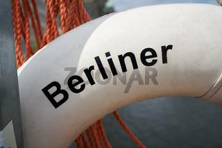 Detail des Schriftzuges 'Berliner Feuerwehr' an einem Rettungsring