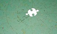 Fehlendes Zentralstück von schmutzigem Puzzle