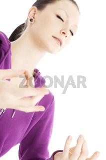 Junge Frau beim Meditieren
